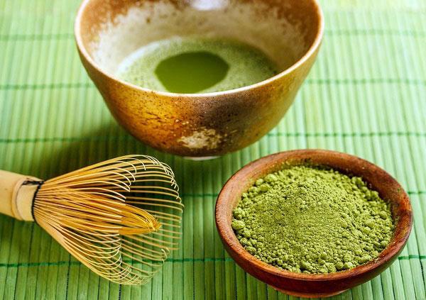 2. Tắm trắng body với bột trà xanh