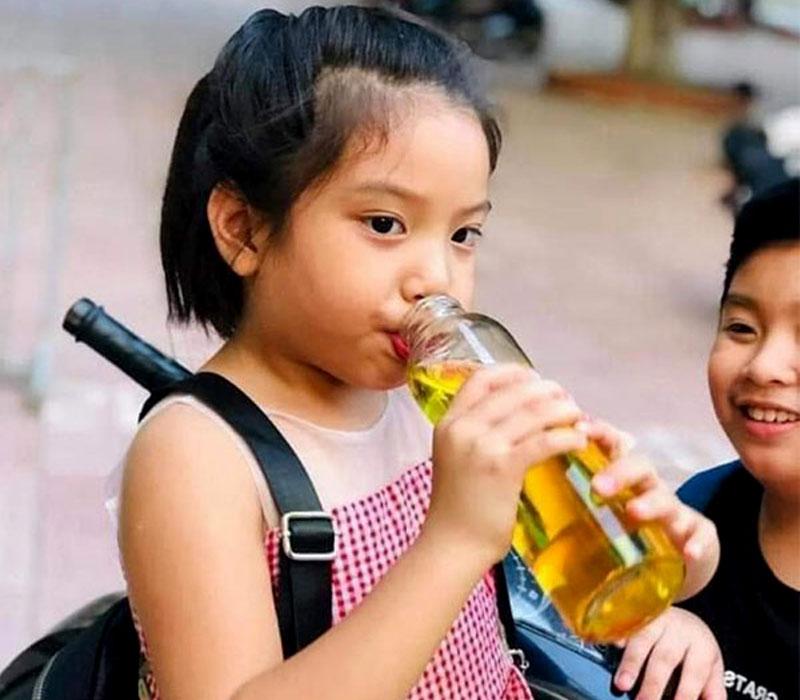 Ai không nên uống nhuỵ hoa nghệ tây - Trẻ em trên 1 tuổi có thể uống nhưng liều lượng thấp hơn