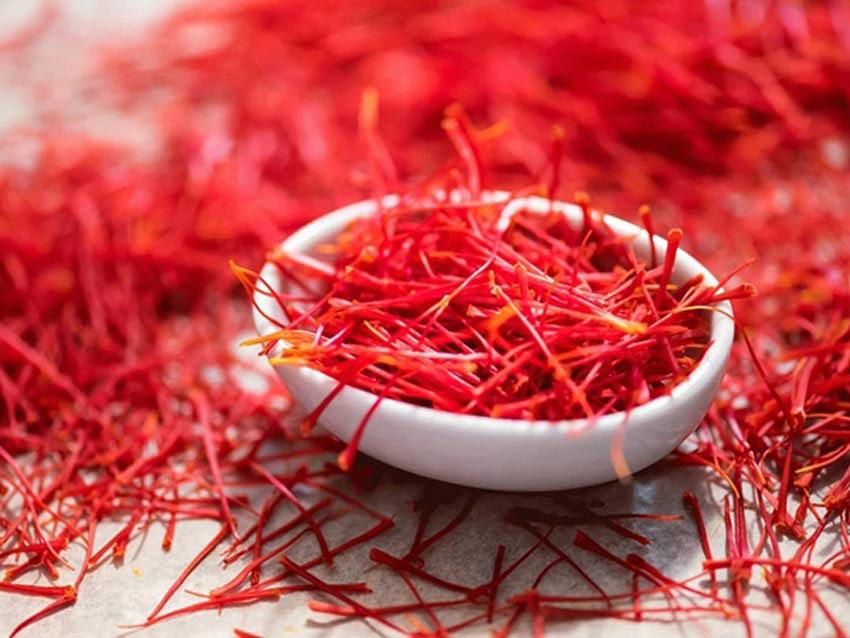 1. Bột đậu đỏ và saffron